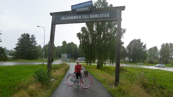 Foto ricordo dopo 90 km di pedalata, ultimi 200 m sotto una pioggia fortissima, anche se non si vede.
