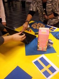 Preparing our Swedish table (Dukar vår svenskt bord)