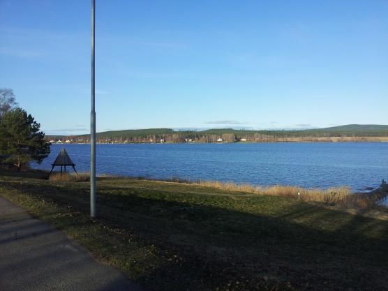 Dall'altra parte del lago, dopo 8 km in bici (da qualche parte li in fondo c'è la mia casetta :)