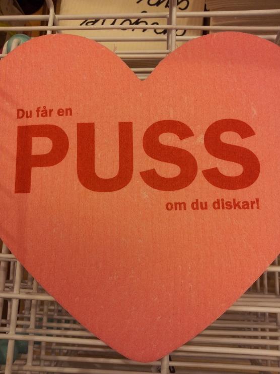"""In un negozio di Karlstad """"ottieni un bacio se pulisci!"""""""