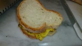 Panino con la frittata (Sandwich with zucchini omelette)