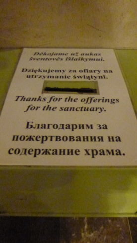 Text on the offerings' box Lithuanian, Poles, English and Russian