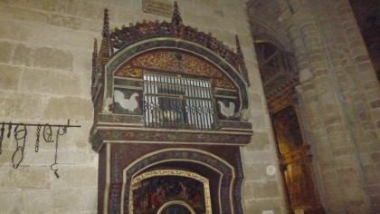 Il piccolo pollaio nella cattedrale di Santo Domingo de la Calzada